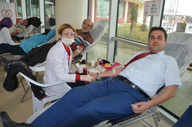 Hastane çalışanları kan bağışında bulundu