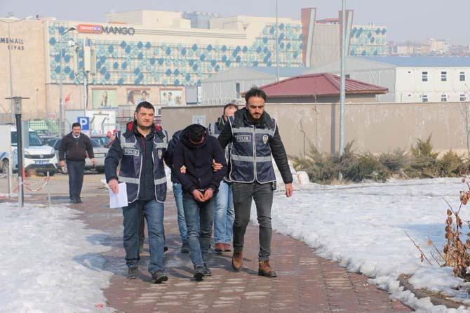Büfeden sigara ve bozuk para çalan hırsızlar tutuklandı