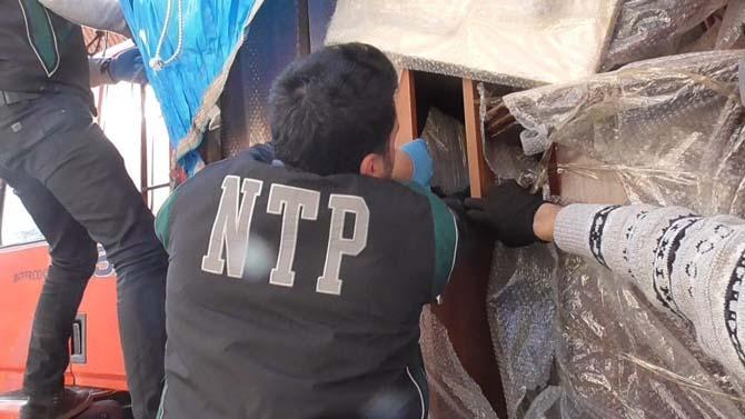Kamyon kasasındaki ev eşyaları arasına gizlenmiş 107 kilo esrar maddesi ele geçildi