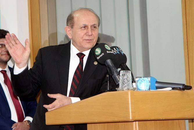 Eski Anayasa Komisyonu Başkanı Kuzu, üniversitelilere yeni anayasayı anlattı