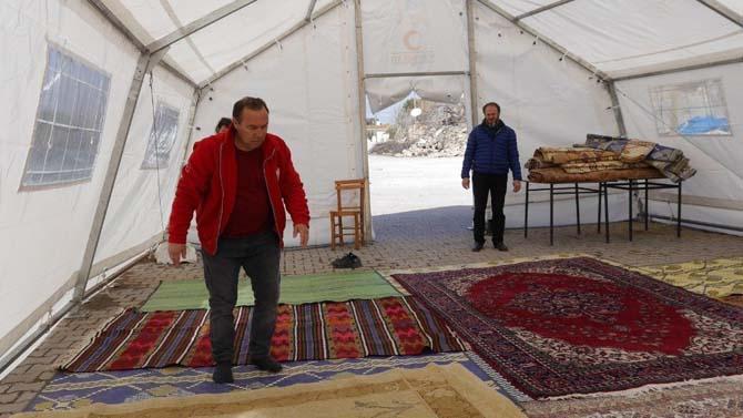 Deprem bölgesinde çadırda cuma namazı