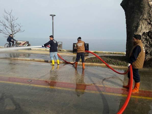 Akçakoca'da İtfaiye yolları yıkıyor