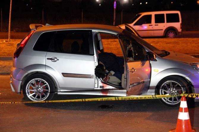 Tüfekle otomobili taradılar: 1 ölü 1 yaralı