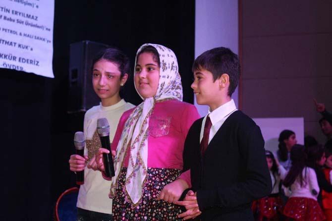 Öğrenci velilerinden Dünya Anadili Günü etkinliği