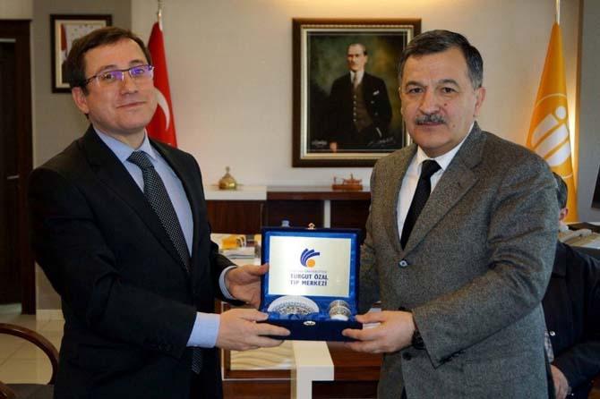 Azeri vekilden Rektör Kızılay'a ziyaret