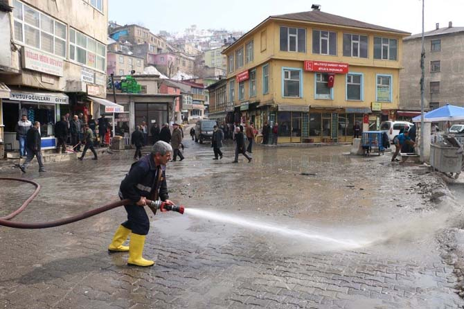 Bitlis'te cadde ve sokaklar yıkandı
