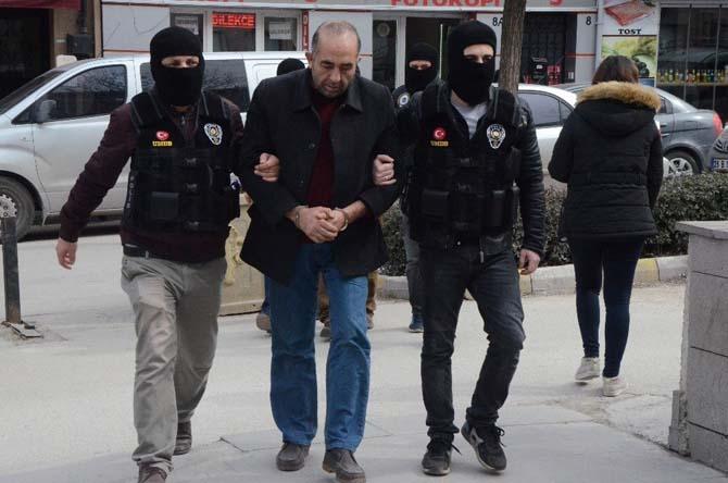 Polisi görünce yan yola sapan tırda esrar ele geçirildi