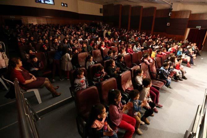 Konak'ın çocukları tiyatroyla büyüyor