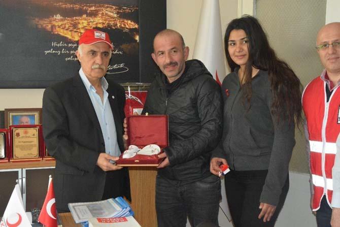 Genç boksöre Kızılay'dan ödül