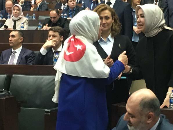 Milletvekilinden Türk bayraklı mesaj