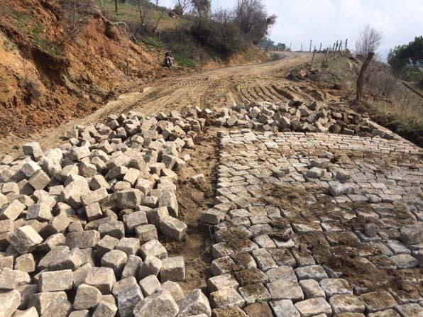 Sarılar kırsal mahallesi yol yapımına başlandı