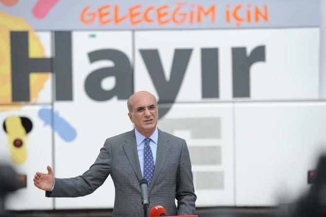CHP'nin halk oylamasında kullanılacak otobüsleri ve kampanya görselleri hazır
