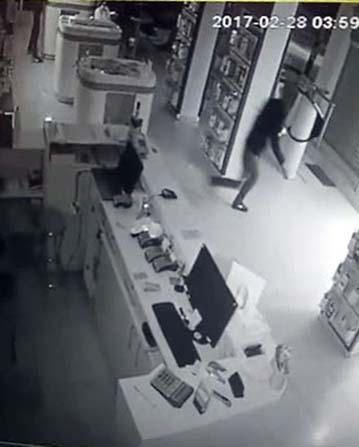 Maskeli cep telefonu hırsızları kamerada