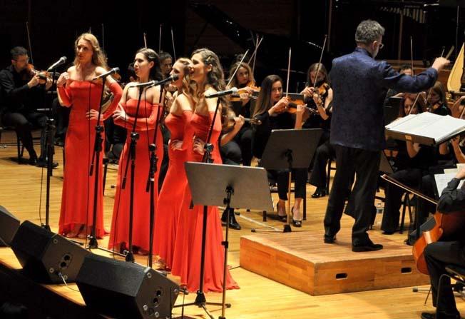 İtalyan sopranolar İzmir'e büyülü bir gece yaşattı