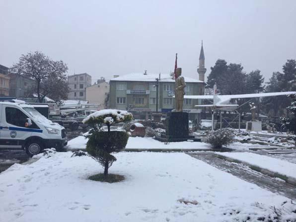 Dinar'da kar yağışı