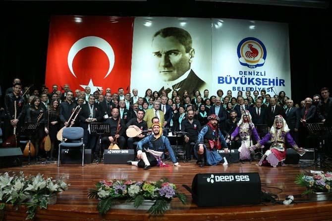 """Özay Gönlüm, """"Ustaya Saygı"""" konseriyle anıldı"""