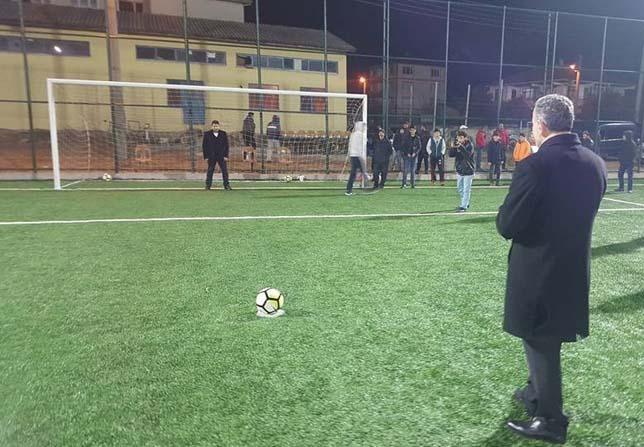 Yalova'da ilk gece maçı oynandı