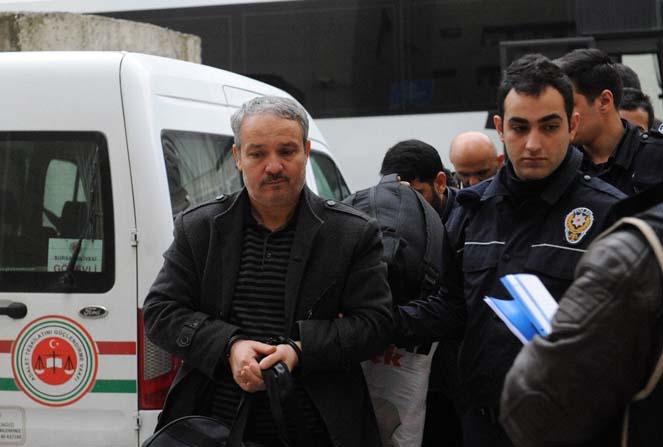 Bursa'da eski müftülük çalışanı 13 FETÖ şüphelisi adliyeye sevk edildi.