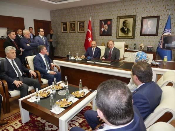 Sağlık Bakanı Akdağ, Başkan Gümrükçüoğlu'nu ziyaret etti