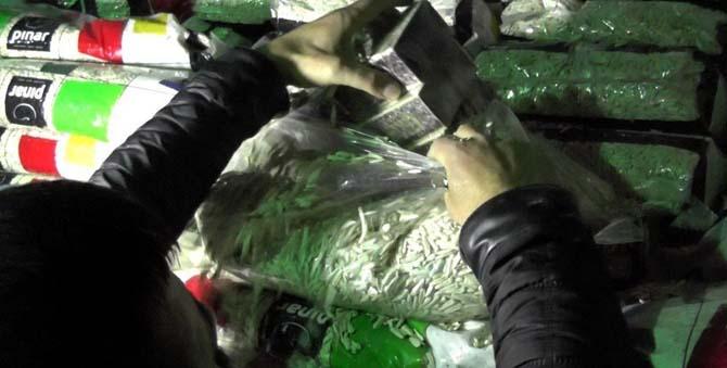 Uşak'ta 42 bin paket kaçak sigara yakalandı