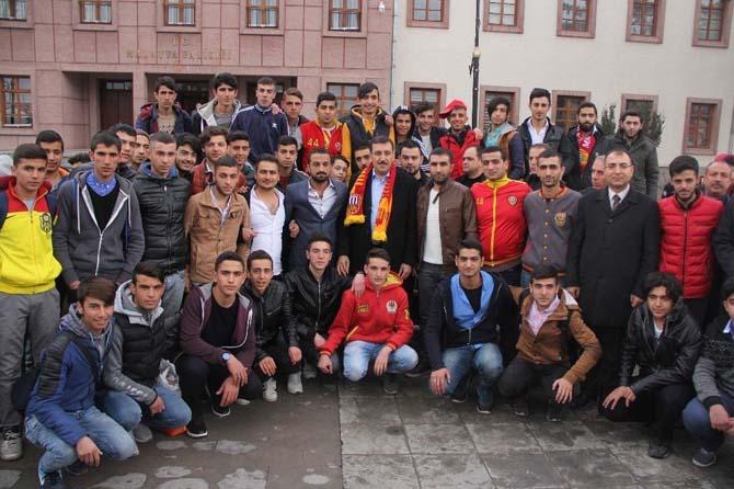 """Bülent Tüfenkci: """"Bakanlık olarak Evkur Yeni Malatyaspor'a bir otobüs hediye ettik"""""""