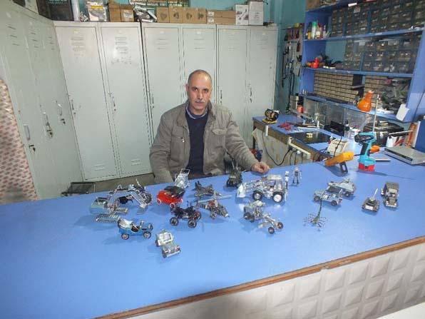Malazgirt'te hurda televizyon parçalarıyla maket oyuncaklar üretiyor