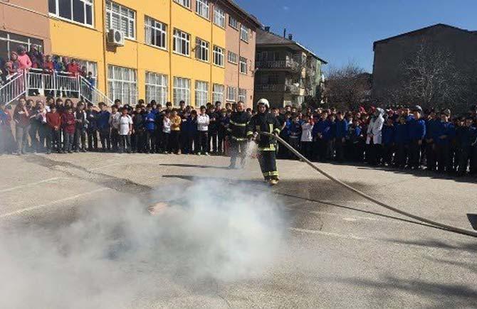 Simav İtfaiyesinden okullarda yangın tatbikatı