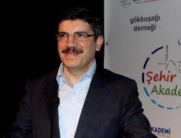 AK Parti'Lİ Aktay'dan 'kayıt dışı iktidar' benzetmesi