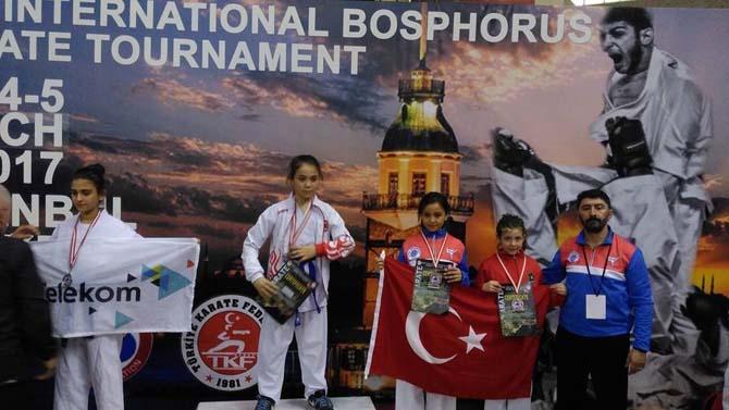 Biga Karate Gençlik Spor Kulübü ayakta alkışlandı