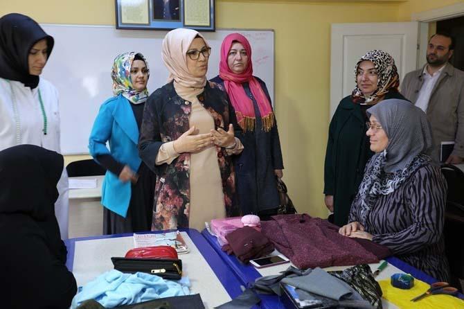 AK Parti Kocaeli Milletvekili Katırcıoğlu, KO-MEK kurs merkezini ziyaret etti