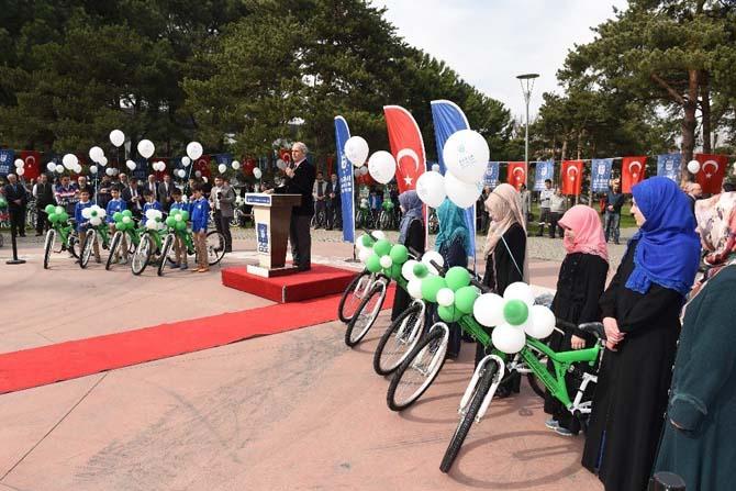 Büyükşehir başarıyı bisikletle ödüllendirdi