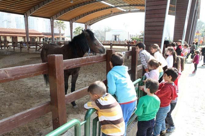 200 çocuk Taypark'da eğlendi