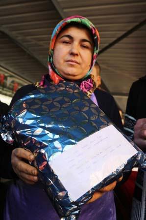 Mersinli üretici kadınlardan Suriye'deki Mehmetçiğe bere, kazak, atkı hediyesi