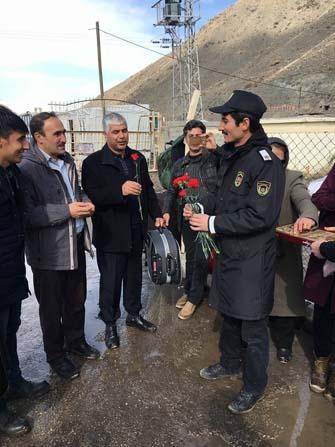 İranlı turistlere çiçekli karşılama