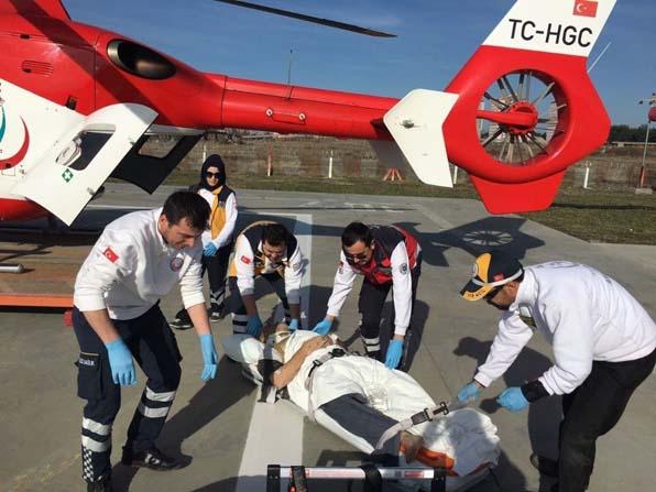 Göçük altında kalan işçi, ambulans helikopter ile hastaneye kaldırıldı