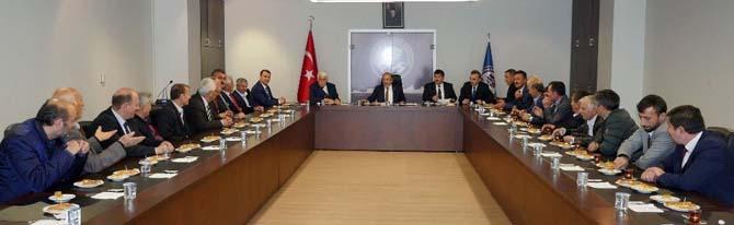 Başkan Gümrükçüoğlu, Yomra muhtarlarıyla istişare toplantısı gerçekleştirdi
