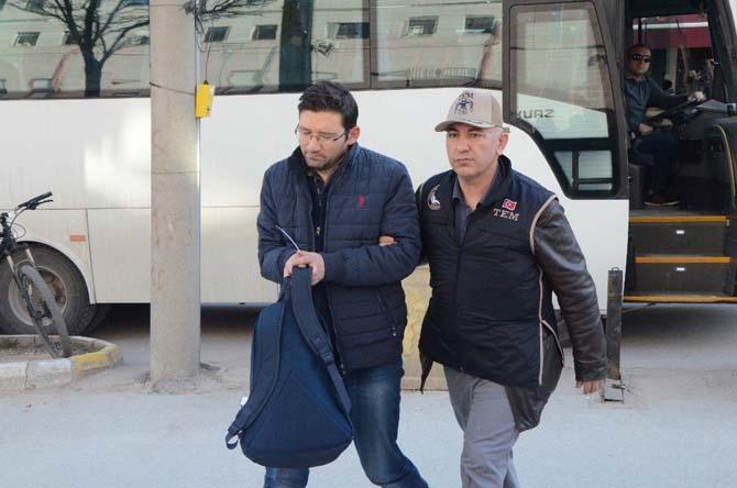 Eskişehir'de FETÖ şüphelisi 17 polis adliyede