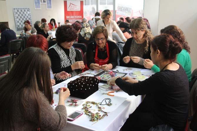 Gaziemir'de semt evleri kadınları hayata bağladı