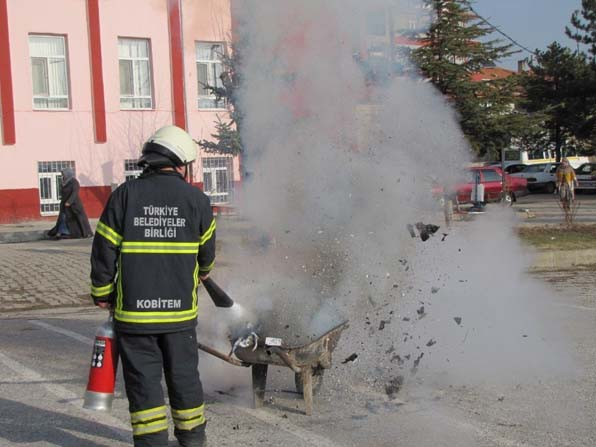 Hisarcık İtfaiyesinin okullarda yangın tatbikatı