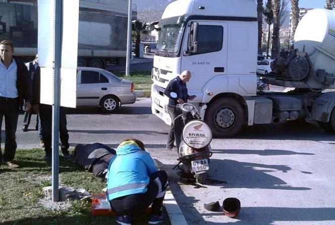 Milas'ta motosiklet ile tır çarpıştı; 1 yaralı