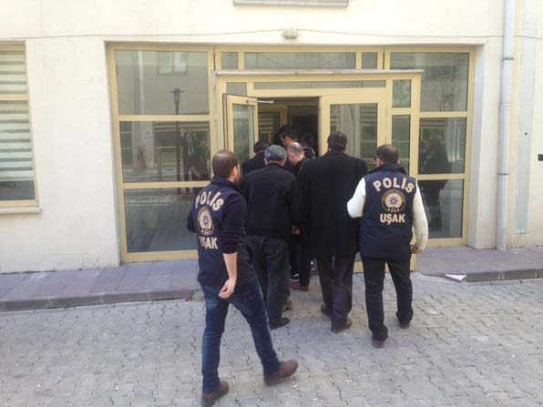 Uşak'ta tutuksuz yargılanan FETÖ/PDY 6 sanığı adliyeye sevk edildi