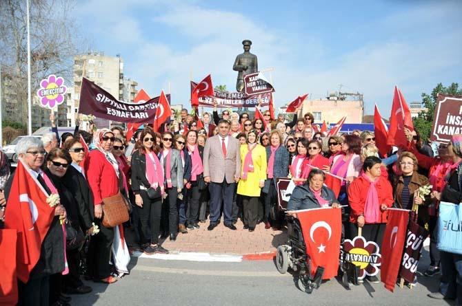 8 Mart Dünya Kadınlar Günü Tarsus'ta yoğun katılımla kutlandı