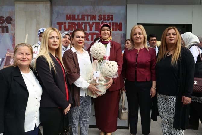AK Partili kadınlardan farkındalık sergisi