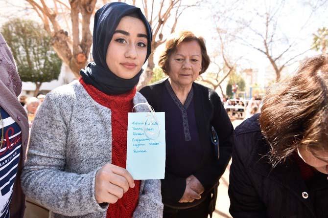Kadın cinayetlerinin simgesi Al Yazma Anıtında buluştular
