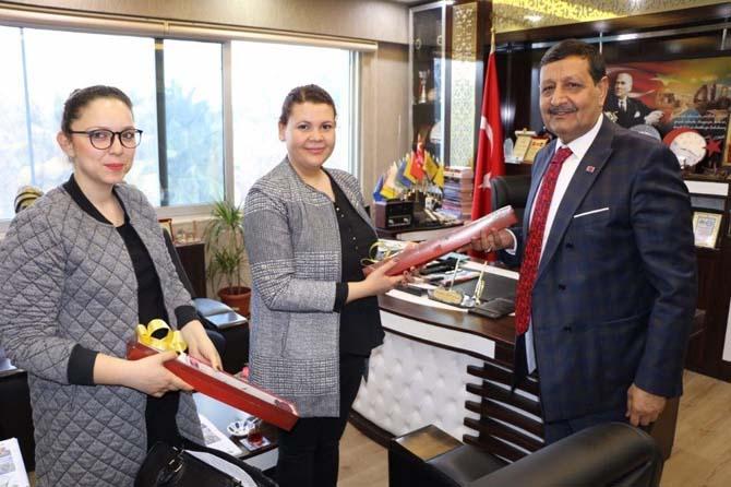 Özyavuz'dan kadınlara karanfilli kutlama