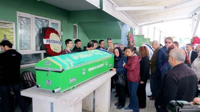 Otobüs kazasında ölen Leyla Çiçek gözyaşları içinde son yolculuğuna uğurlandı