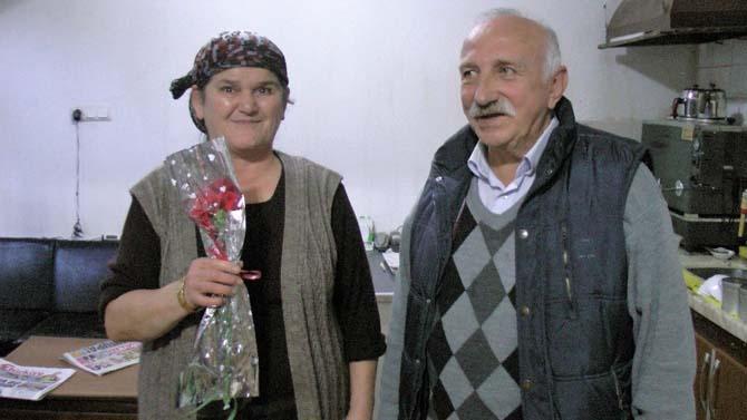 Anne ve kızı ocakta, kocası ile oğlu serviste