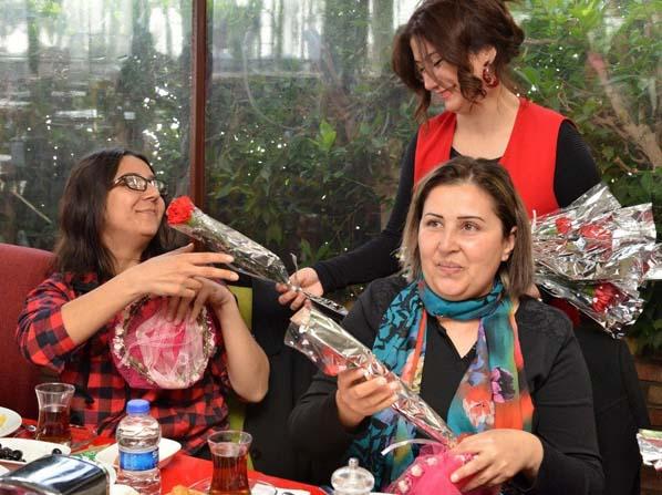 İşitme engelli kadınlar kahvaltıda buluştu