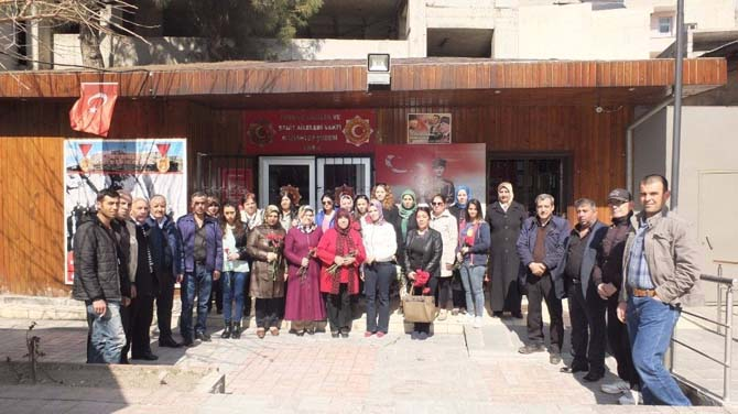 MHP'li kadınlar, gazi ve şehit eşlerini ziyaret etti