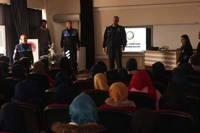 Öğrencilere güvenli internet ve sosyal medya kullanımı semineri verildi